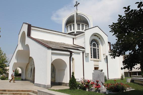 """Гробът на Ванга се намира на метри от храма """"Св. Петка Българска"""""""