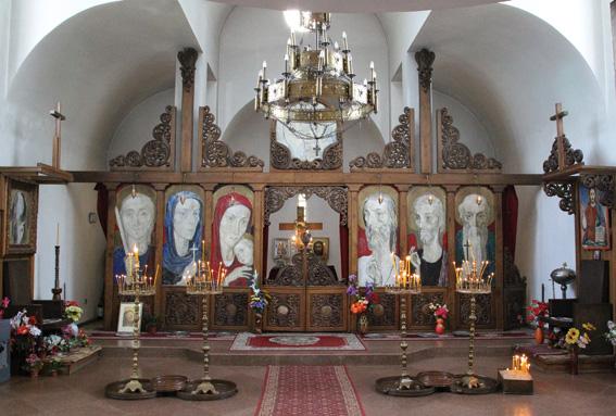 """Иконостасът на църквата """"Св. Петка Българска"""" в Рупите"""